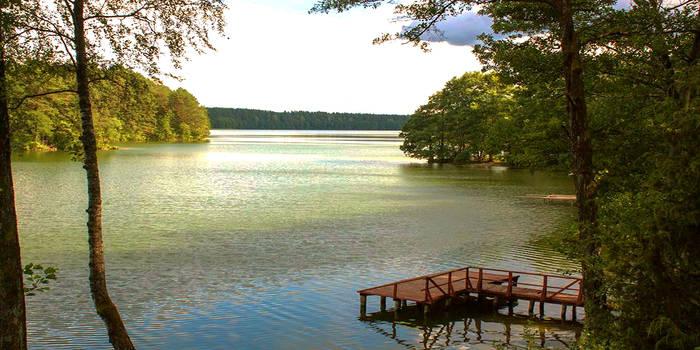 Kur atostogauti vasarą: stovyklavietės prie ežero Lietuvoje
