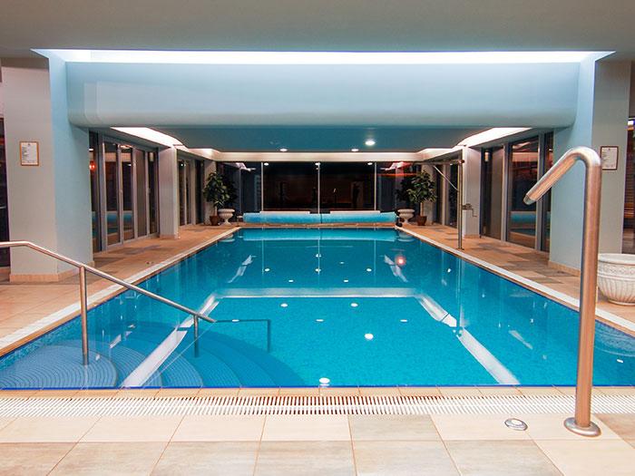 Pasimėgaukite maloniu pasiplaukiojimu po baseiną! Čia galėsite plaukioti tiek rytais, tiek vakarais