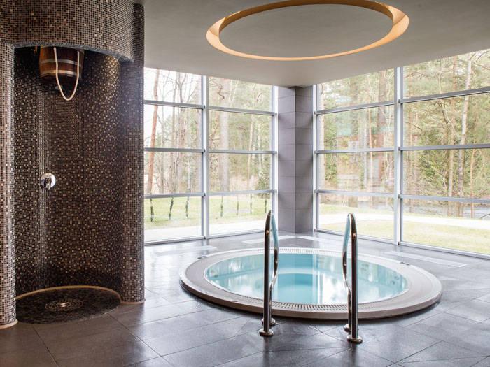 Sūkurinėje vonioje lepinsitės burbuliukų masažu