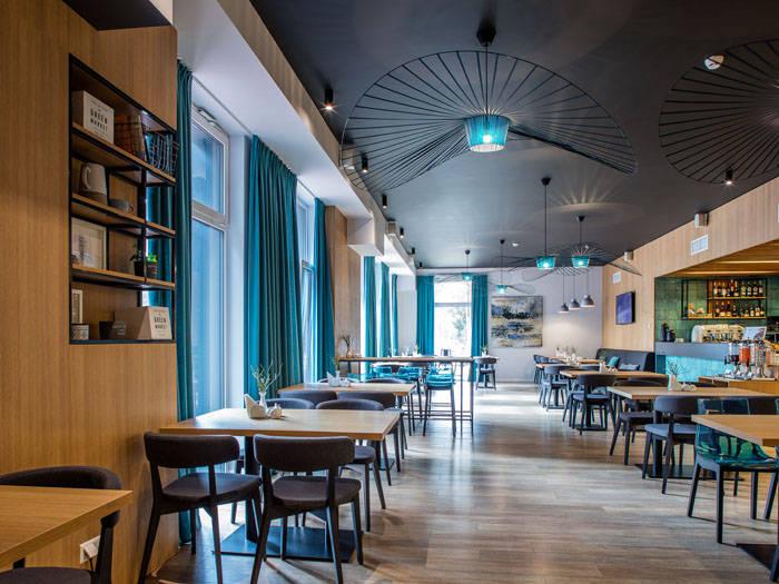 Valgysite modernioje viešbučio kavinėje arba restorane