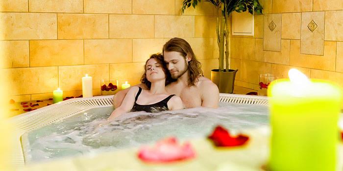 Sūkurinė vonia ir viso kūno masažas DVIEM