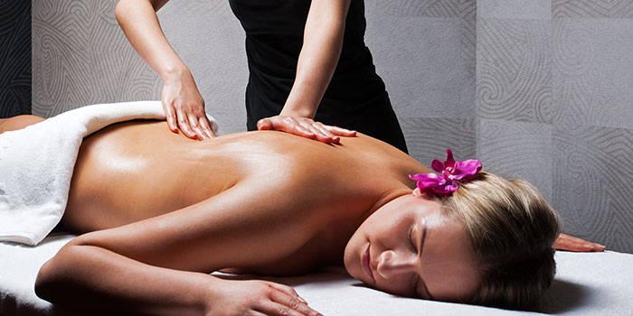 Nugaros ir pečių srities masažas VIENAM